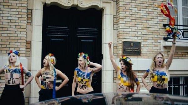 femen protest louvre - photo #11