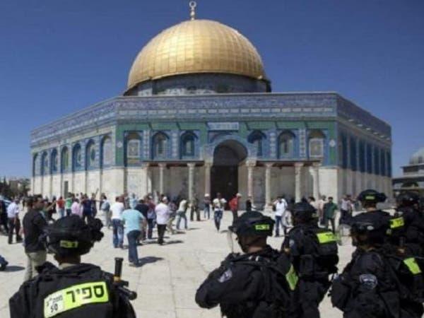 الشرطة الإسرائيلية تفرق متظاهرين بباحة المسجد الأقصى