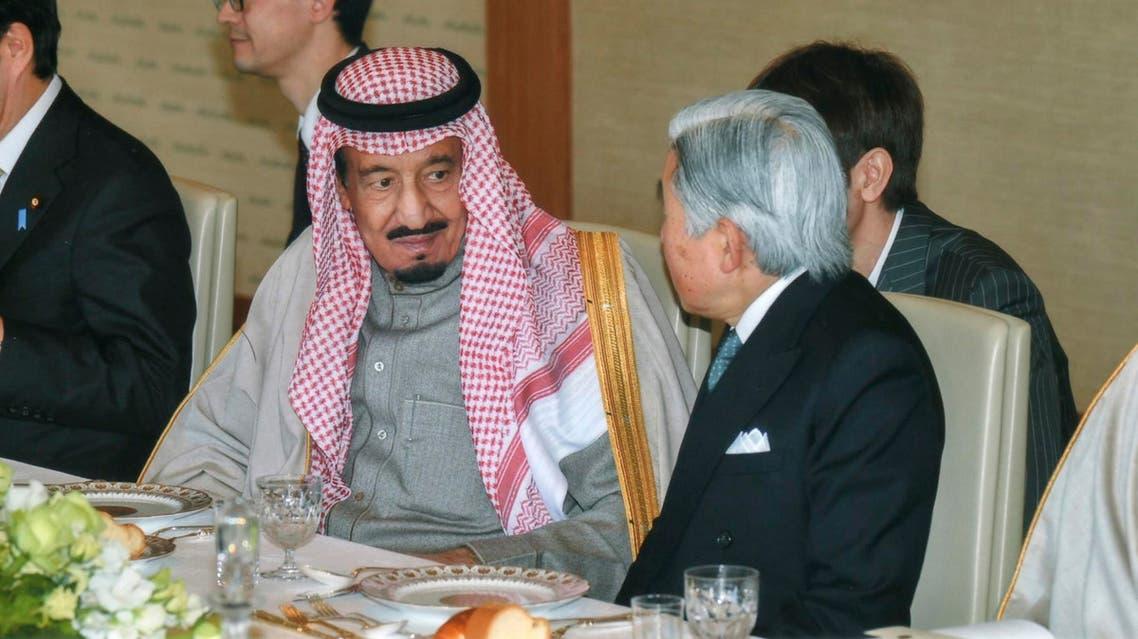 الامير سلمان بن عبدالعزيز خلال لقائة بالامبراطور الياباني