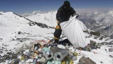 نيبال تلزم كل متسلق إيفرست بجمع 8 كلغ من القمامة