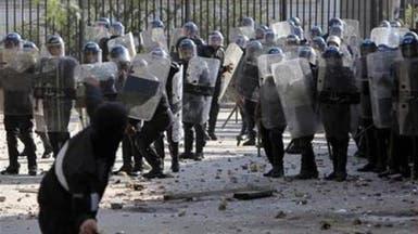 الشرطة الجزائرية تفرق محتجين بالغاز المسيل للدموع