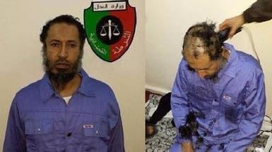 صور الساعدي القذافي يقصون شعره في السجن الليبي