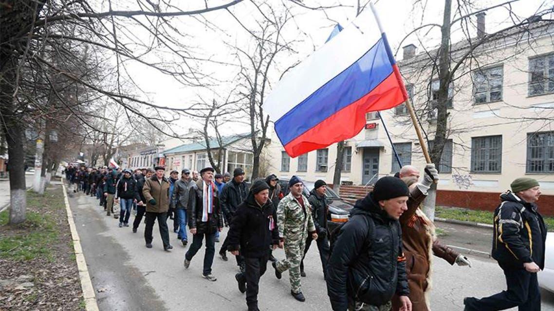 مؤيدون لروسيا يرفعون علمها في القرم