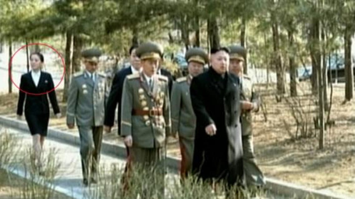 Kim Jong Un tours the campus of Kim Il Sung University of Politics in east Pyongyang on 9 March 2014. In attendance his sister Kim Yo Jong (annotated) (Photo: Hankyoreh/KCTV-Yonhap).