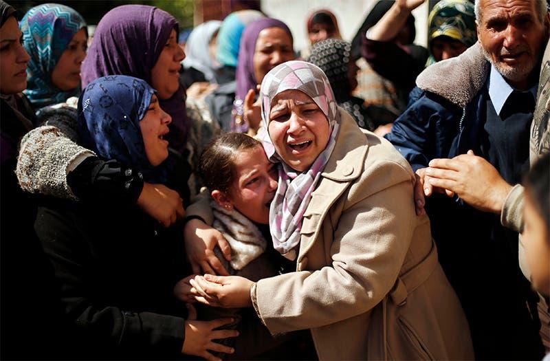جانب من تشييع 3 شبان من غزة قتلوا بغارة اسرائيلية