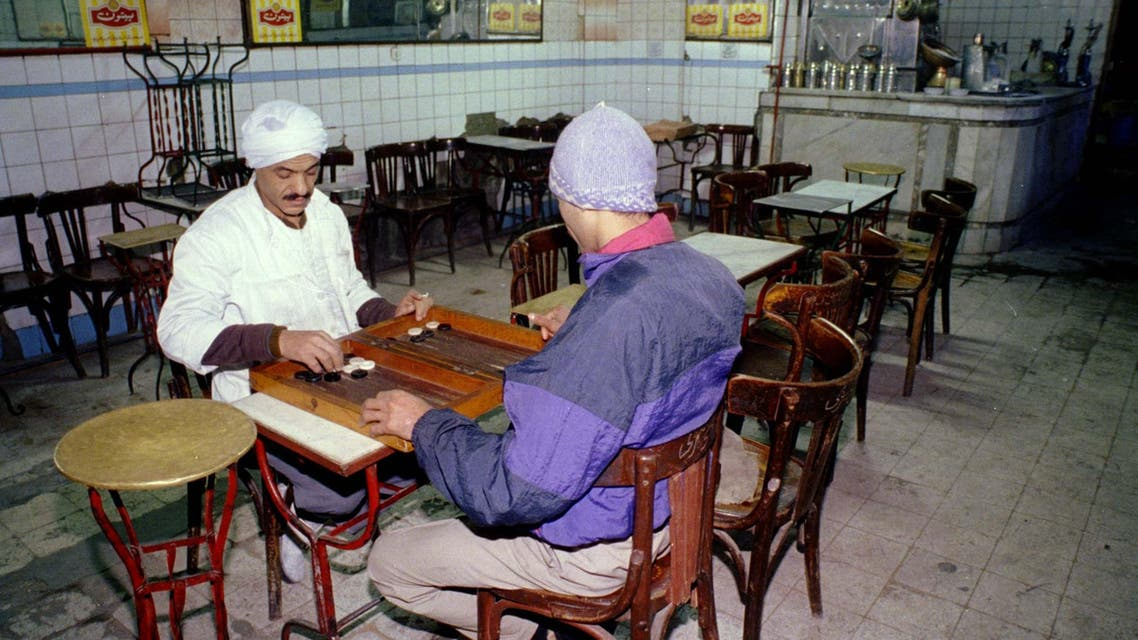 Waiters play backgammon in a café in Egypt. (File photo: Reuters)