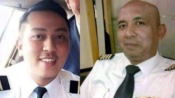 من اليمين: الطيار زهاري أحمد شاه ومساعده فريق عبد الحميد