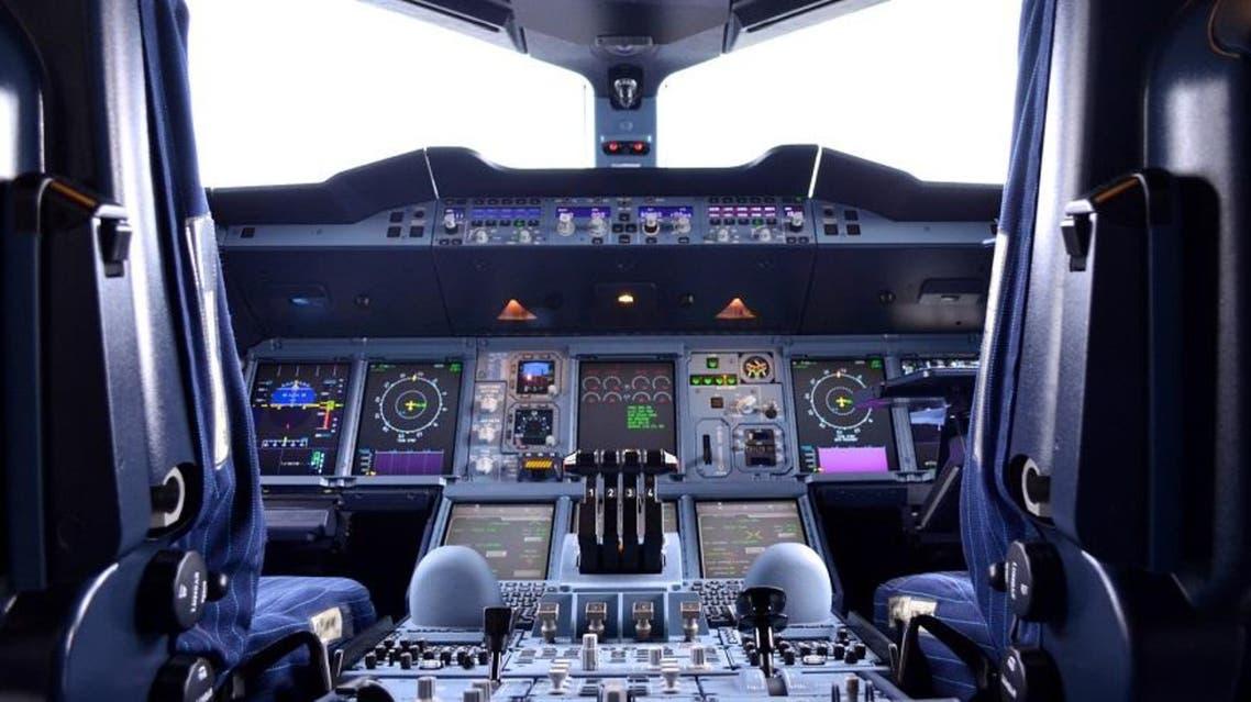 قمرة قيادة طائرة بوينغ 777