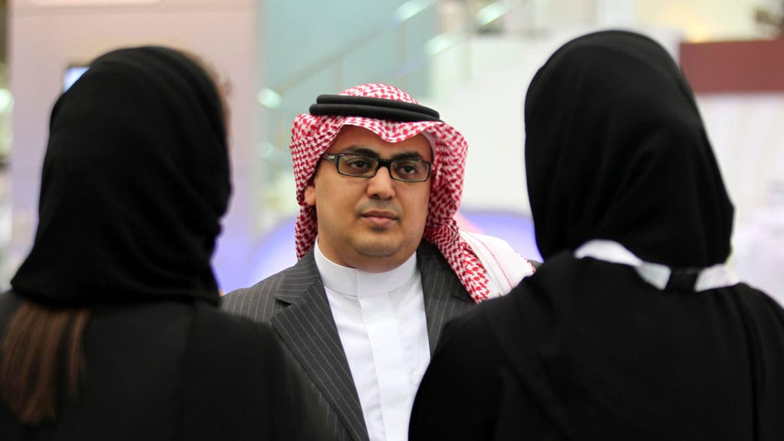 Saudi Arabian women, seeking a job, talk with a recruiter during a job fair in Riyadh on January 25, 2012. (File photo: Reuters)