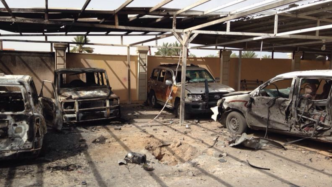 آثار القصف على منزل الحاتم