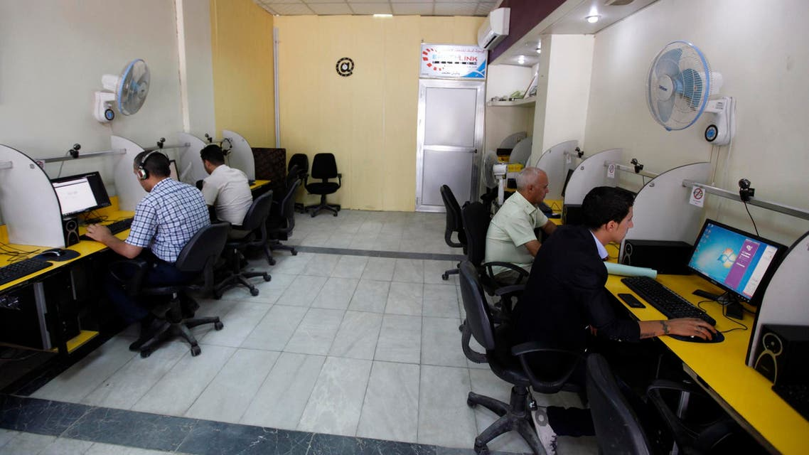 internet cafe iraq reuters