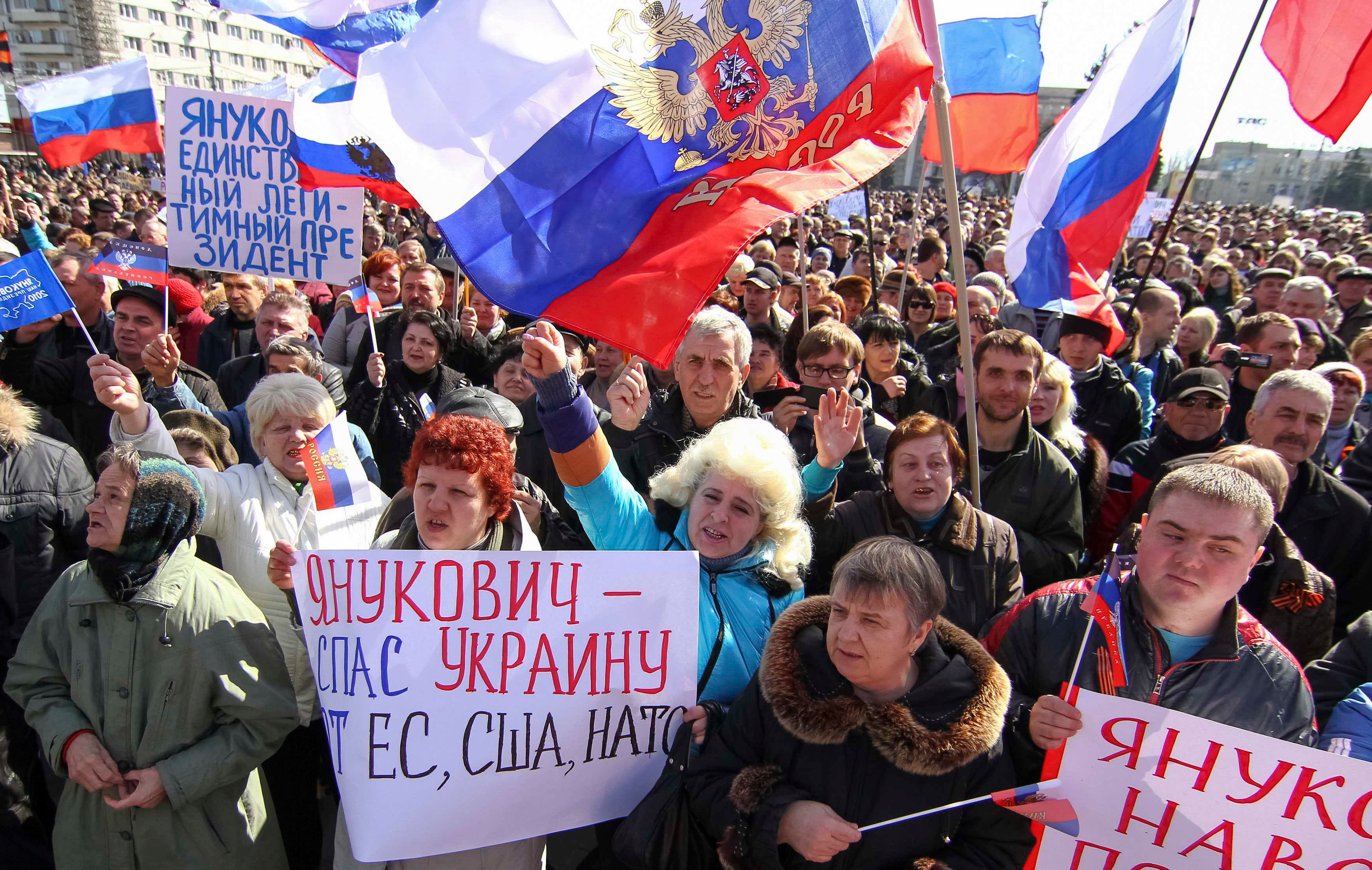 Pro-Russian protesters take part in a rally in central Donetsk March 22, 2014. (Reuters)