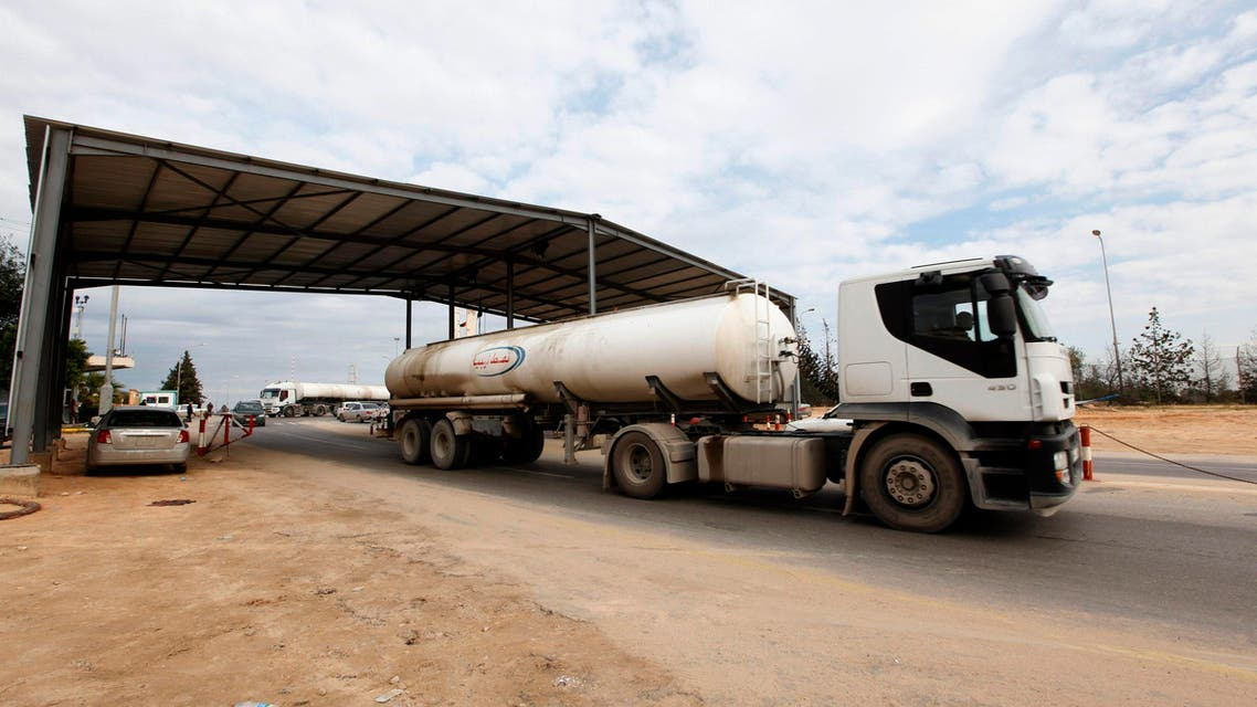 A tank truck exits from the main gate of the Zawiya refinery and oil port towards the local market, December 18, 2013. (Reuters)