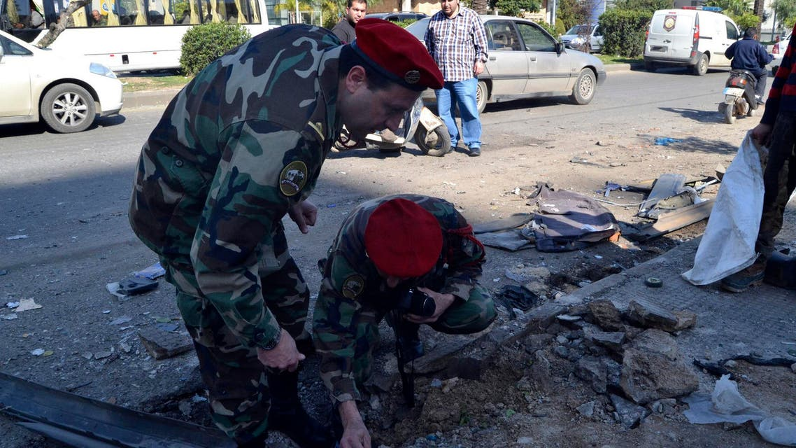 Lebanese army soldiers inspect a site of a roadside bomb, that exploded when the army was patrolling overnight the area in Tripoli, northern Lebanon March 21, 2014. (Reuters)