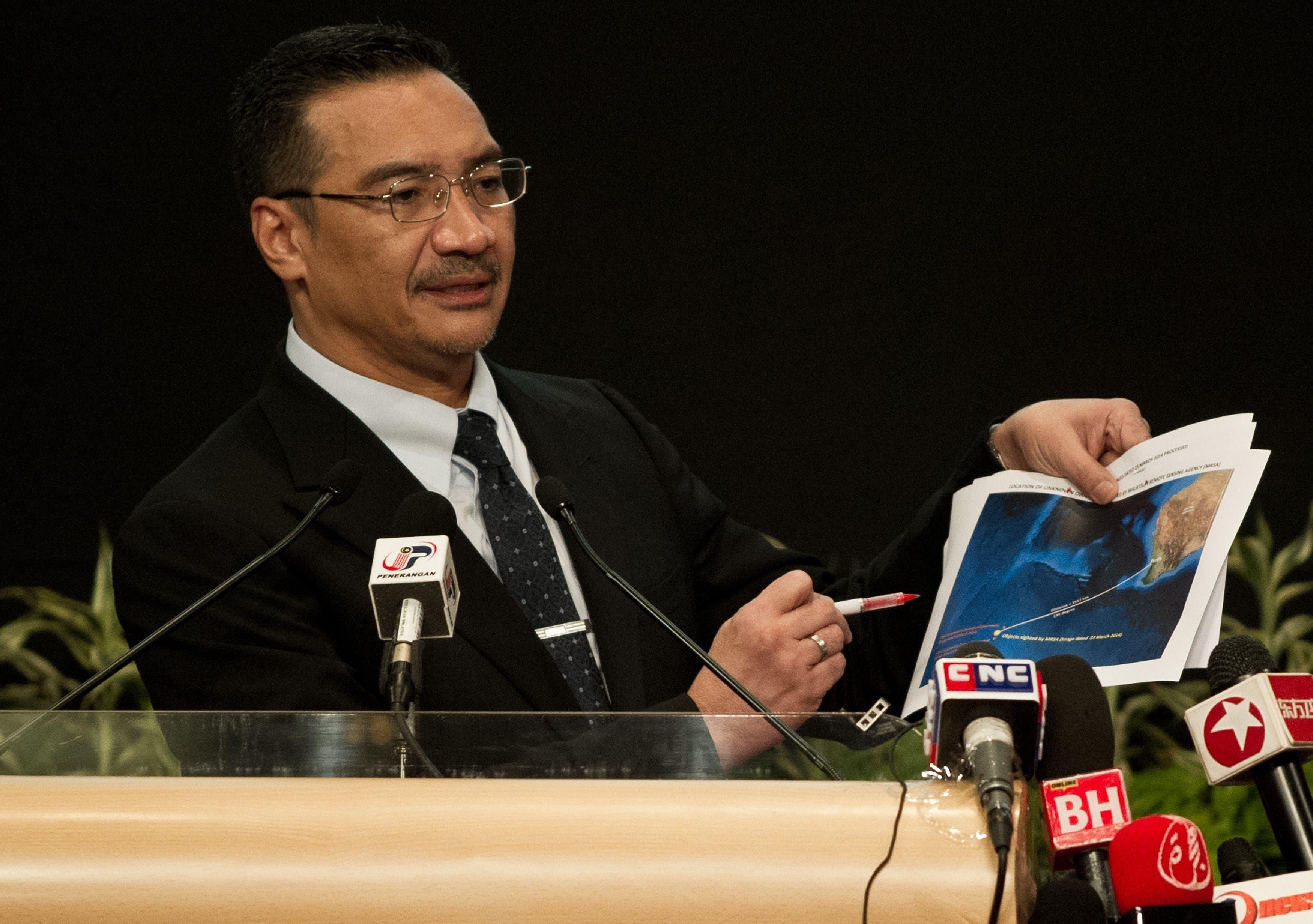 وزير النقل الماليزي هشام الدين حسين يتحدث عن الطائرة الماليزية
