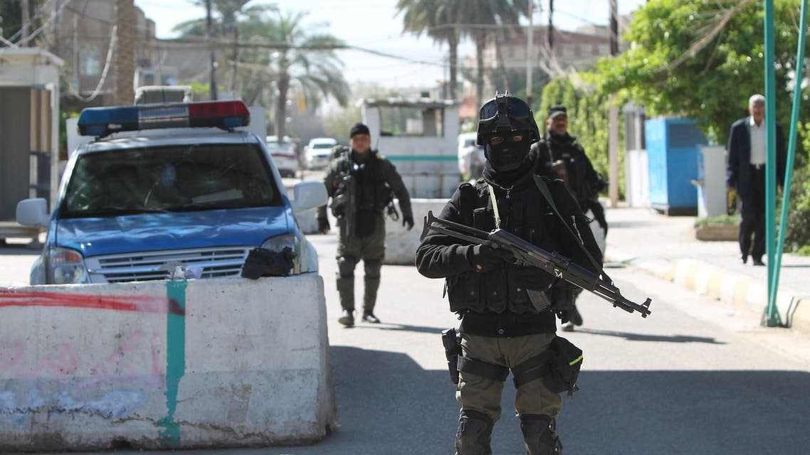 Iraqi security forces stand guard at a checkpoint outside the presidential compound. (File photo: AFP)