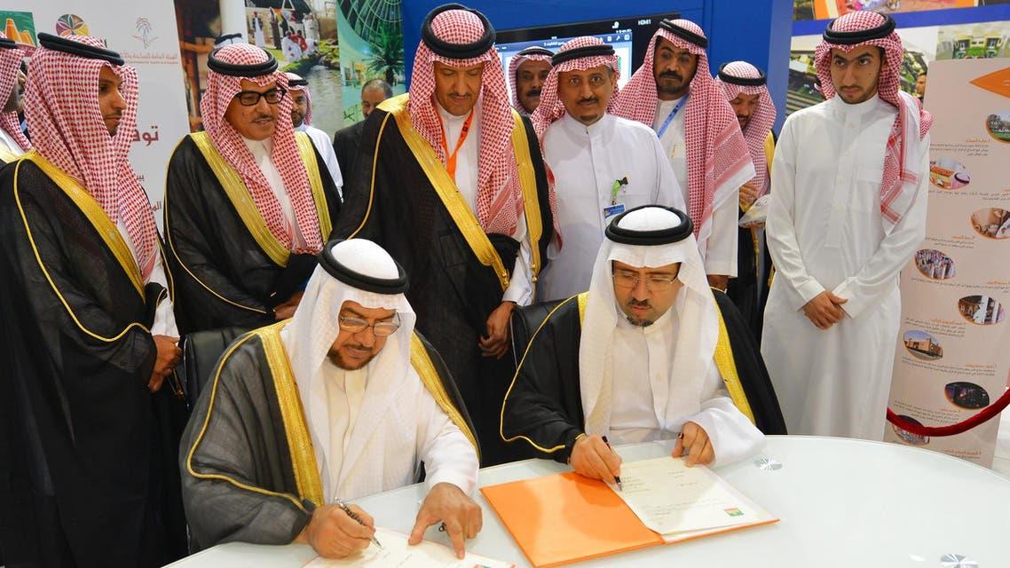 الأسرة تحضر توقيع اتفاقية تسليم القصر للسياحة