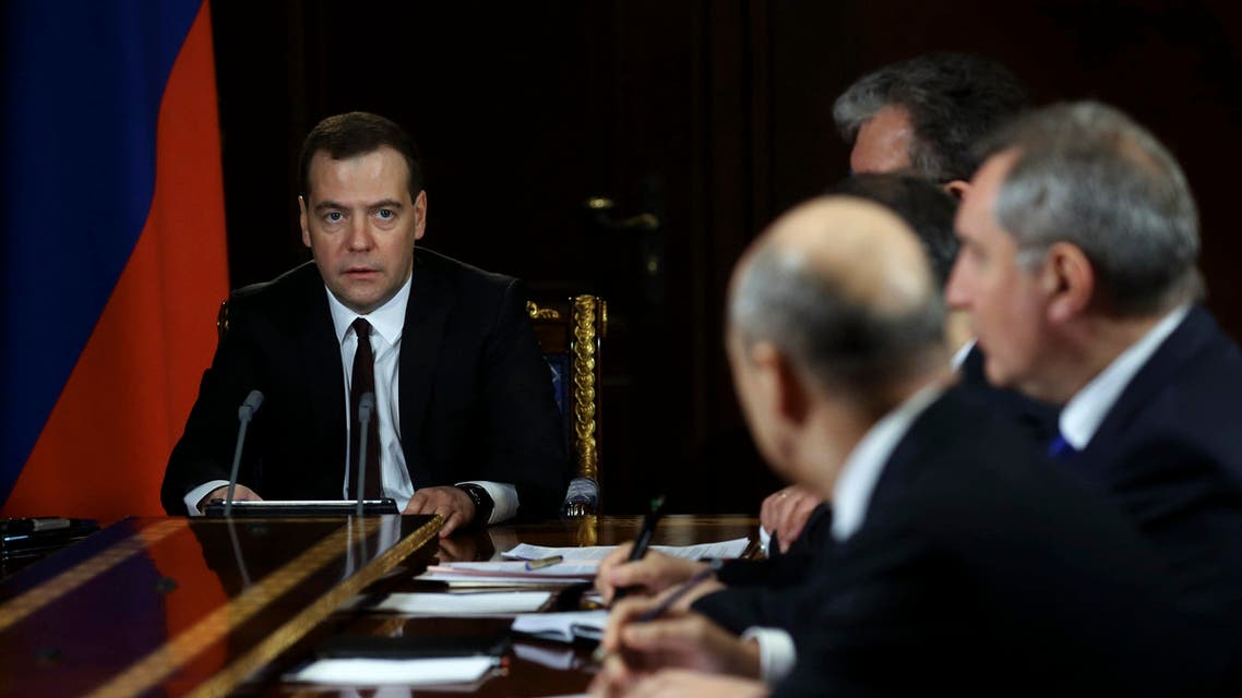 Russian Prime Minister Dmitry Medvedev (L) chairs a meeting with his deputies. (File photo: Reuters)