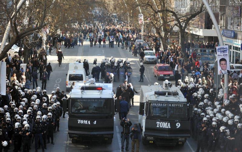 متظاهرون يتهمون أردوغان بسرقة الانتخابات