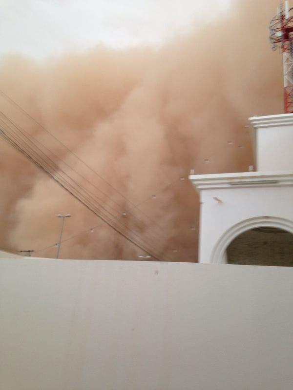 عاصفة ترابية على الافلاج