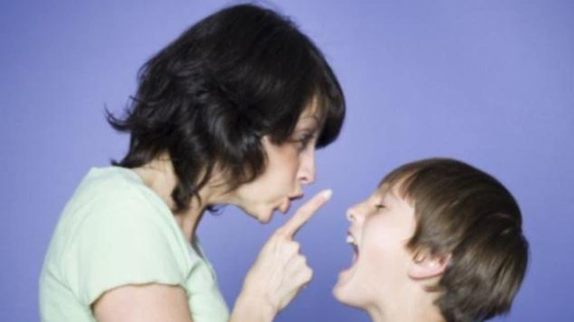تعنيف الاطفال الصراخ بوجه الاطفال