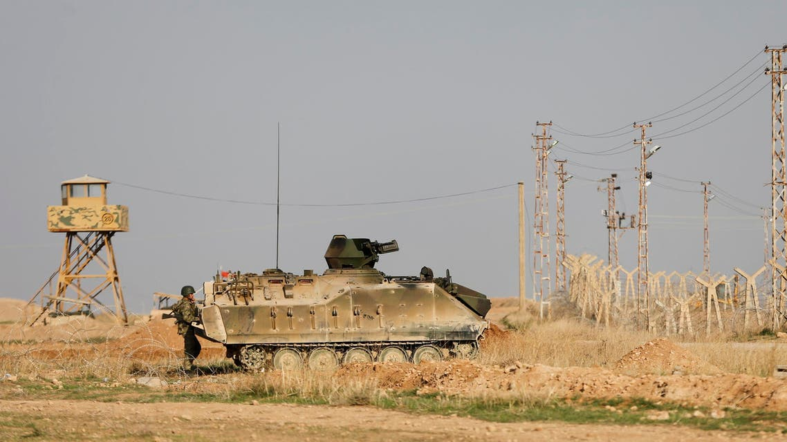 Turkish troops stand guard on the Turkish-Syrian border in Ceylanpinar, southern Sanliurfa province. (File photo Reuters)