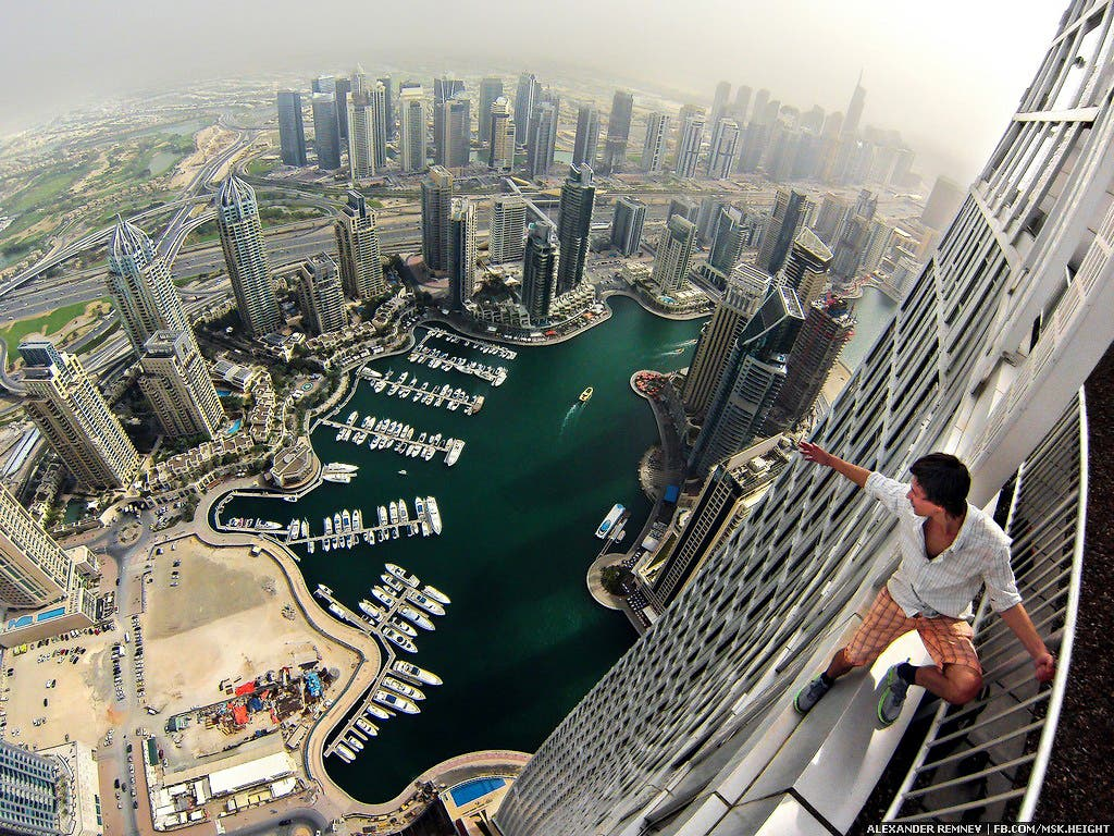 Video Extreme Russian Climbers Scale Dubai Skyscrapers