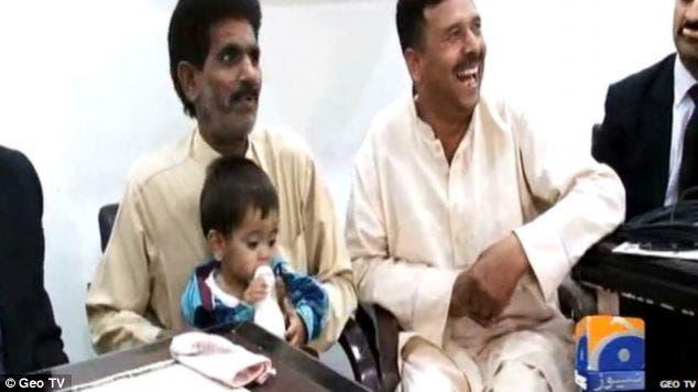 طفل باكستاني متهم