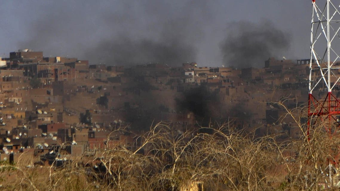 Smoke billows from buildings in the southern city of Aswan on April 6, 2014 following fighting between the Bani Hilal, an Arab tribe, and the Dabudiya, a Nubian family. afp