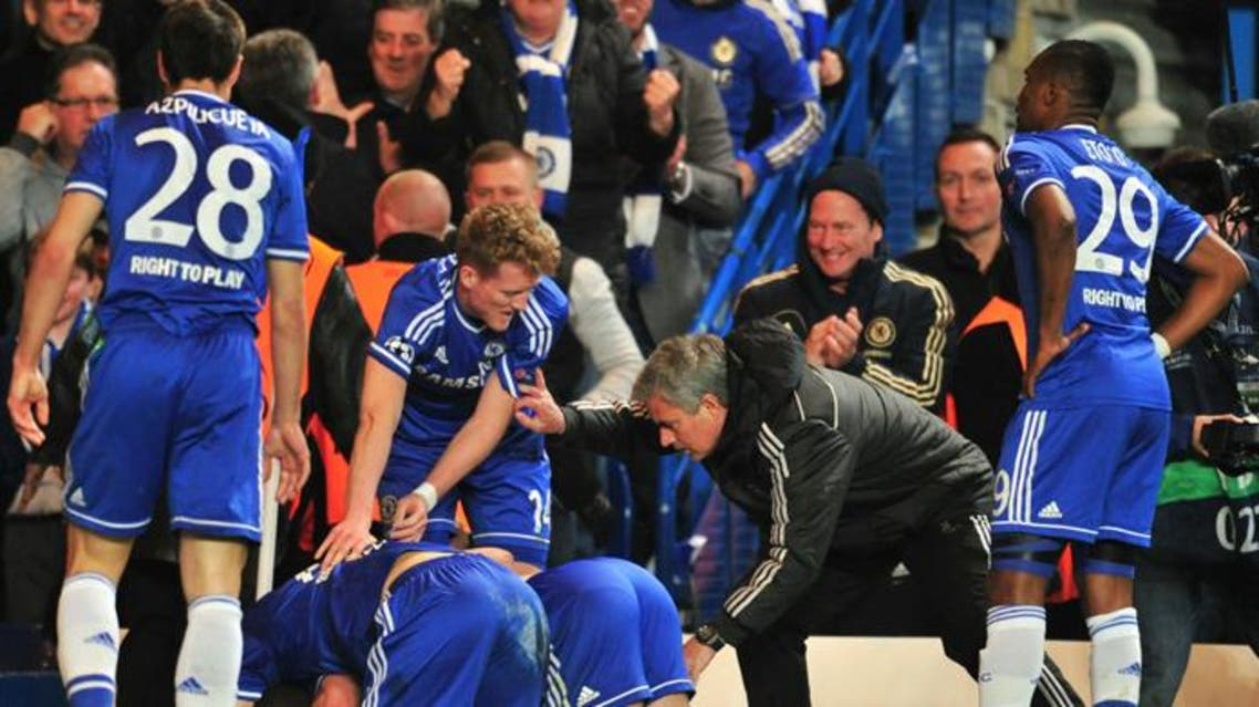 Chelsea's Portuguese manager Jose Mourinho (2R) talks to his players as they celebrate their second goal. (AFP)