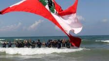 لبنان.. الدفاع المدني يعتصم في البحر للمطالبة بحقوقه
