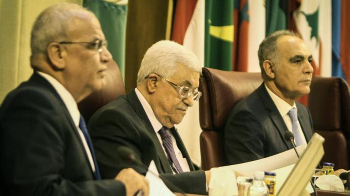 Chief Palestinian negotiator Saeb Erakat (L) sits next Palestinian president Mahmud Abbas (C) attend the Arab foreign ministers meeting at the Arab League headquarters in Cairo, on April 9, 2014. (AFP)