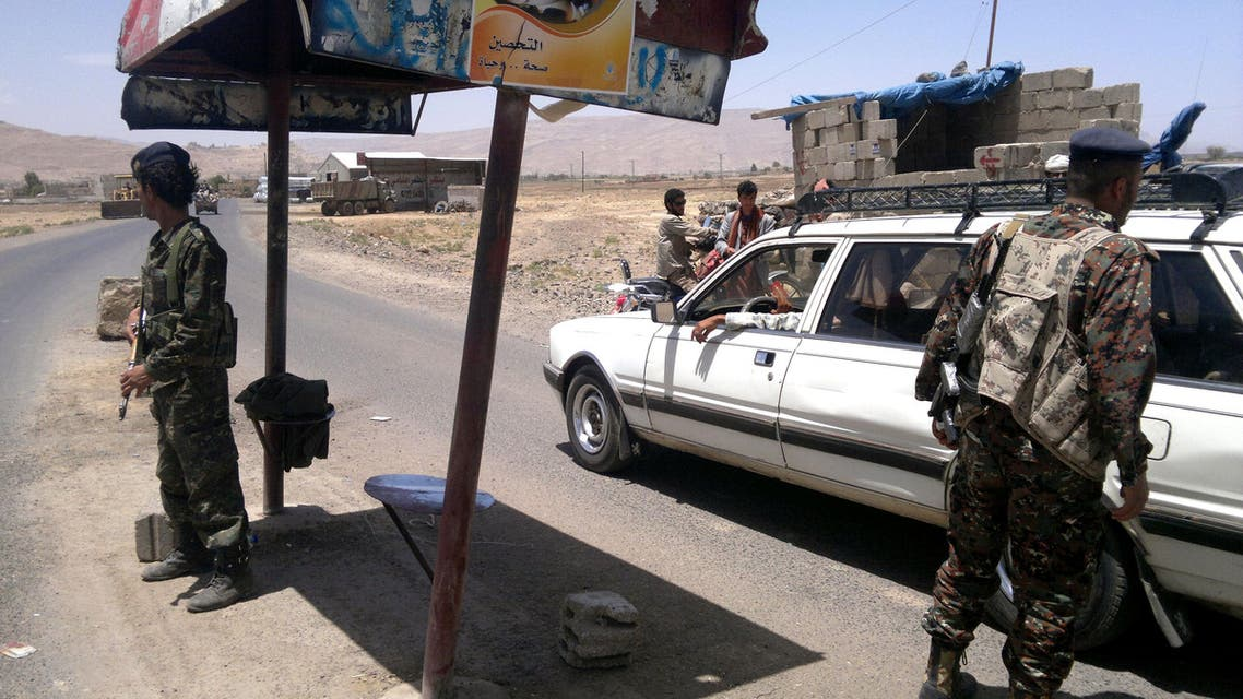 Yemeni soldiers man a checkpoint leading to the city of Amran on April 10, 2014 after five people were killed during fighting between Shiite Houthi tribesmen and the Yemeni army. (AFP)