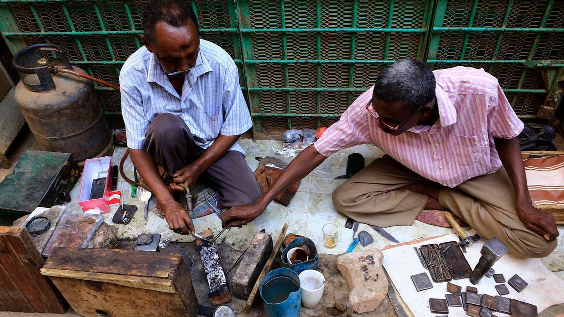 Sudanese blacksmiths make jewelry