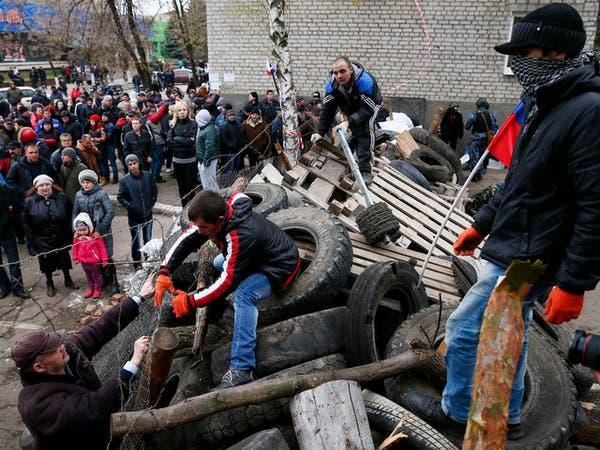 أوكرانيا تبدأ تحرير بلدة من قبضة انفصاليين