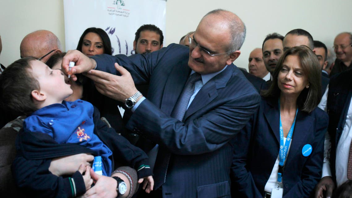 Lebanon's Caretaker Health Minister Ali Hassan Khalil administers a polio vaccination to a boy at a hospital near Zahle town in the Bekaa Valley November 8, 2013. (File photo Reuters)