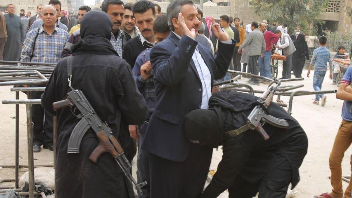 حاجز لمسلحين من جبهة النصرة اتفتيش المواطنين في سوريا