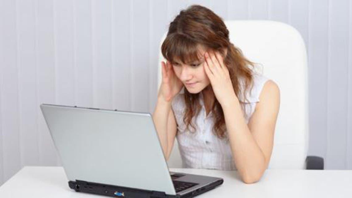 انترنت فيسبوك قلق فتيات