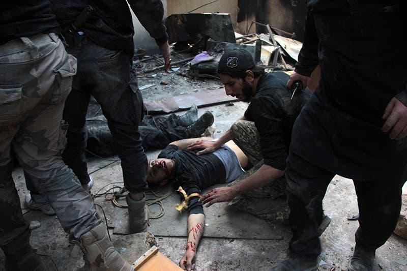 مسلح من المعارضة اصيب بالاشتباكات مع جيش النظام في حلب