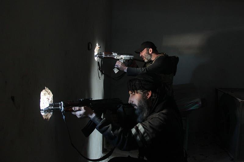 مسلحو المعارضة يطلقون النار من داخل المنازل على قوات جيش النظام في حلب