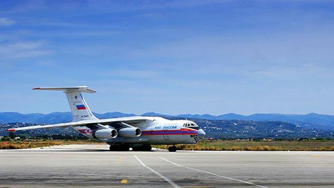طائرة روسية تحمل مساعدات غذائية وادوية الى سوريا في مطار باسل الاسد في اللاذقية