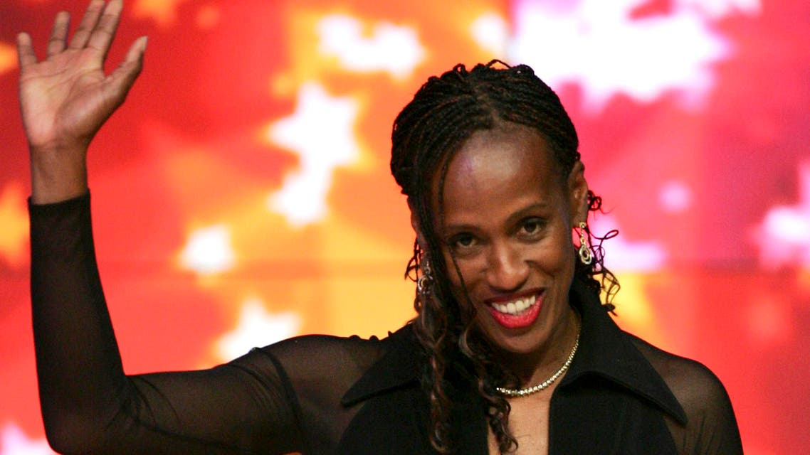 Jackie Joyner-Kersee of the U.S. receives the 80 Years of Women Athletes at the Olympic Games Award during the IAAF World Athletic Gala in Monte Carlo, Nov. 23, 2008. (File photo Reuters)