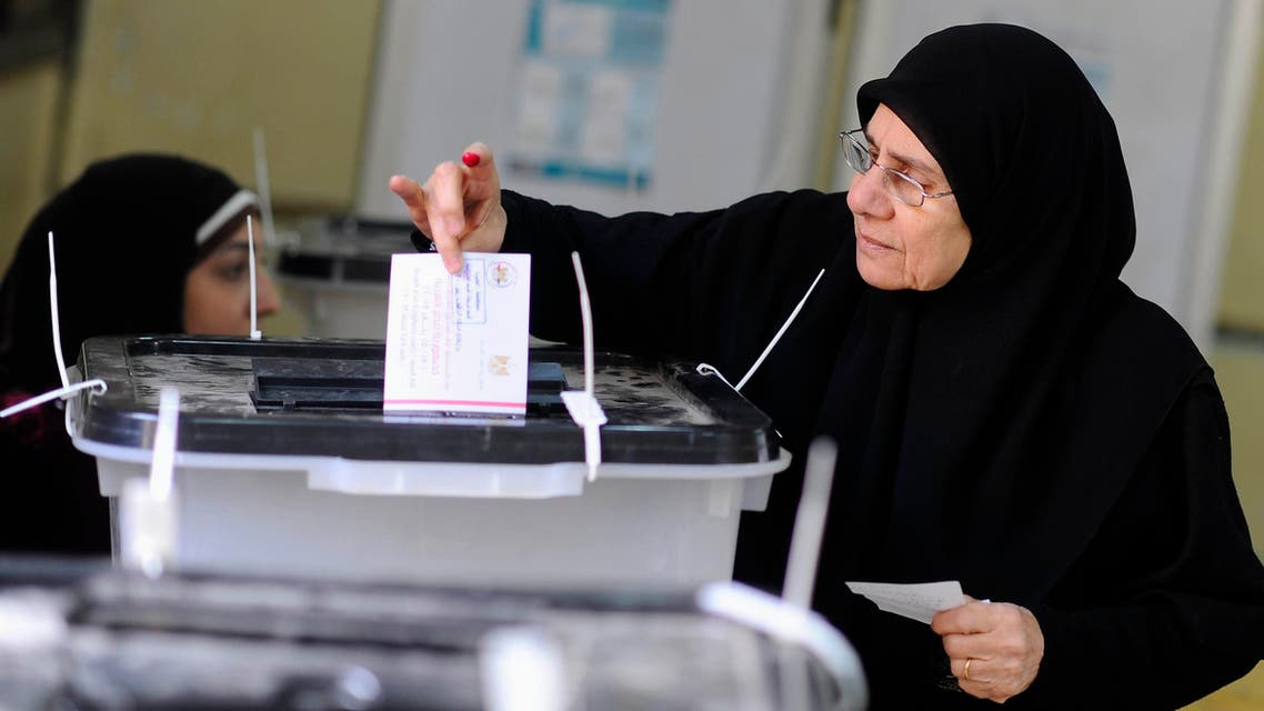 A woman casts her vote at a polling center in Cairo. (File photo: Reuters)