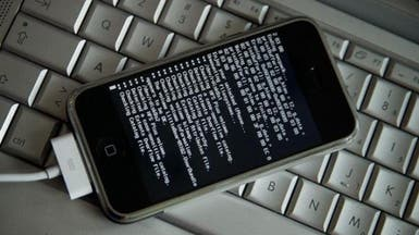"""قراصنة يستهدفون هواتف """"آيفون"""" بتطبيقات خبيثة"""