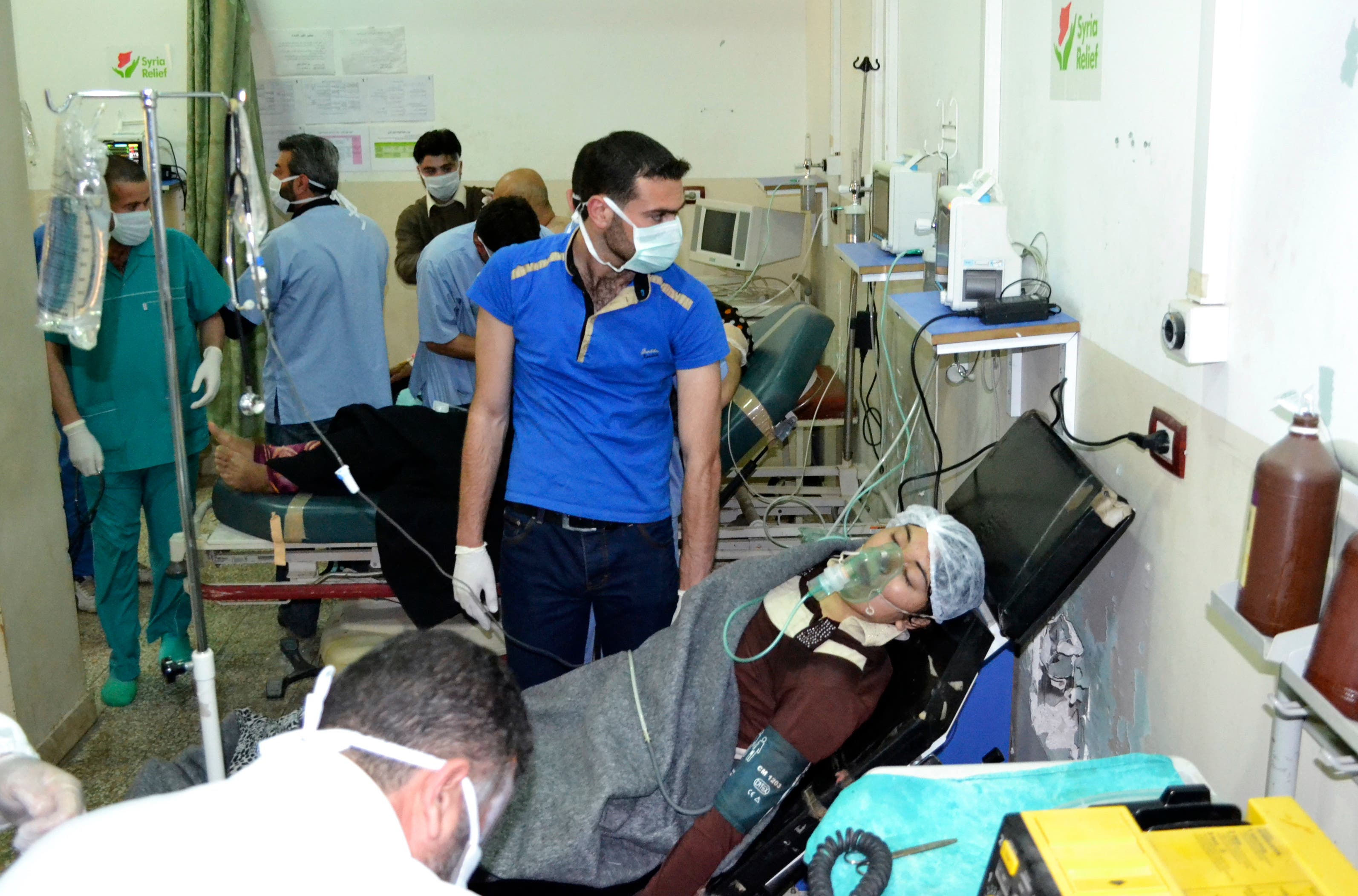A woman affected by what activists say was a gas attack on the town of Telminnes breathes through an oxygen mask at Bab al-Hawa hospital, where she was transferred to, close to the Turkish border April 21, 2014. (Reuters)