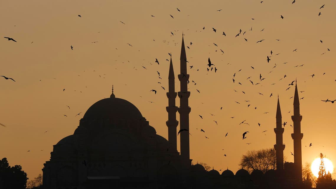 The sun sets over the Ottoman-era Suleymaniye mosque in Istanbul, Jan. 8, 2014. (Reuters)