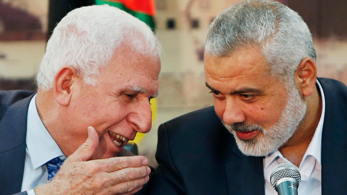 Senior Fatah official Azzam Al-Ahmed (L) speaks with head of the Hamas government Ismail Haniyeh as they announce a reconciliation agreement during a news conference in Gaza City April 23, 2014. (Reuters)