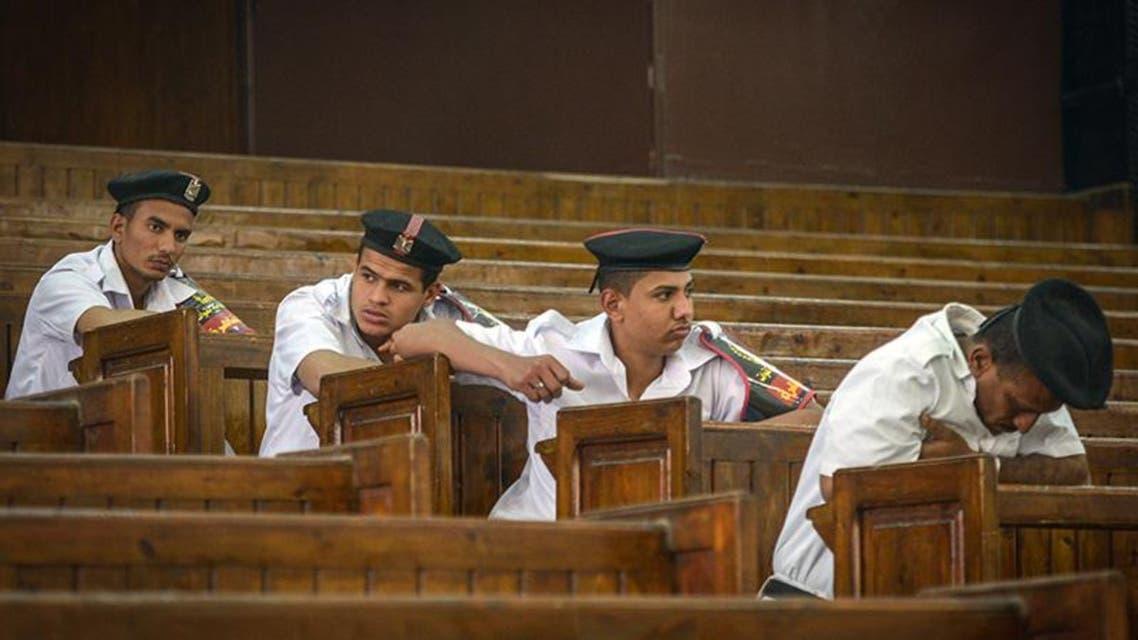 شرطة في محكمة في مصر