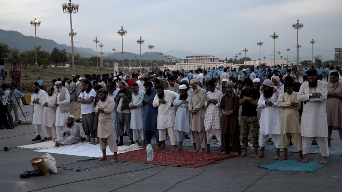 Families members of missing Pakistani offer prayers during a protest against the disappearance of their relatives allegedly caused by the country's security forces in Islamabad on April 28, 2014. (AFP)