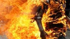 هندي يحرق نفسه مع زعيم سياسي في برنامج تلفزيوني